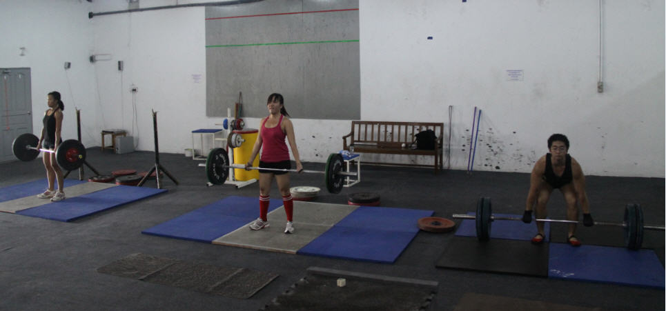 singapore crossfit deadlifts